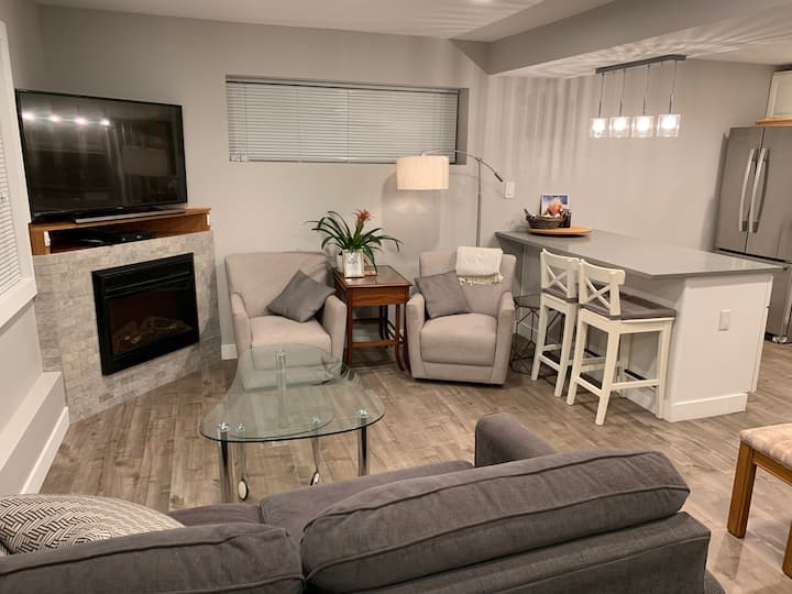 Bright Modern Suite w/Clothes washer/dryer!