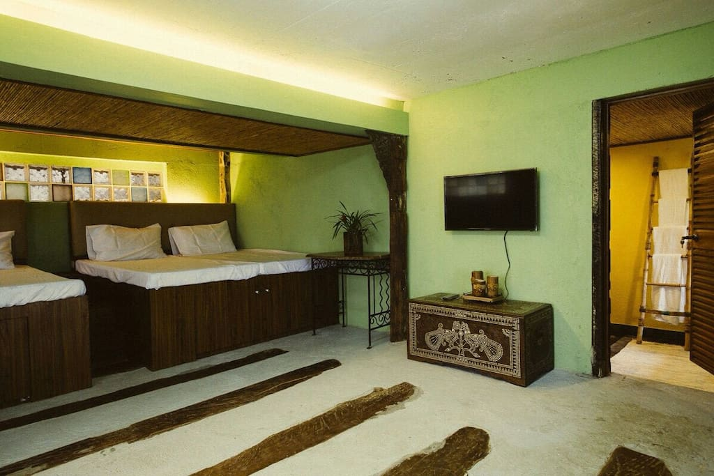 Comfy and homey suite with kitchen and gazebos ...