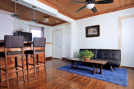 Cenote Studio right downtown - Austin - Apartment
