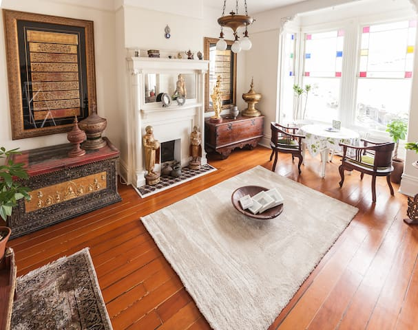 Spacious Victorian Bedroom in Mission