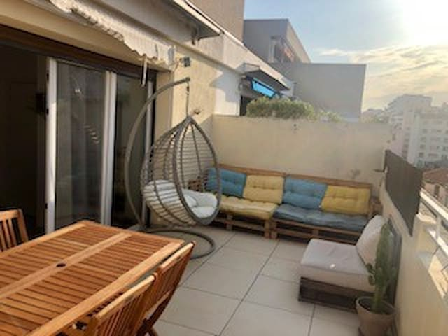 Flat with great terrace in Endoume/Catalans area!