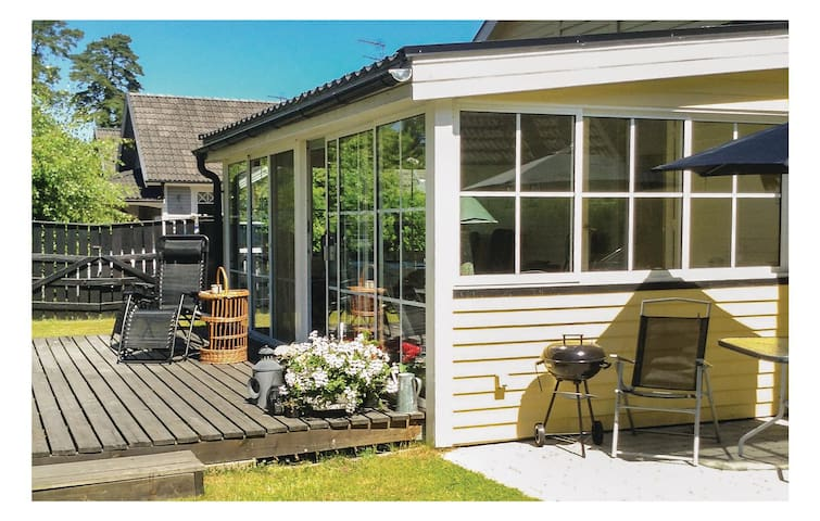 Holiday cottage with 2 bedrooms on 42 m² in Åhus