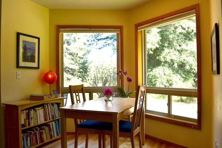 Picture windows frame the view while books keep you company.
