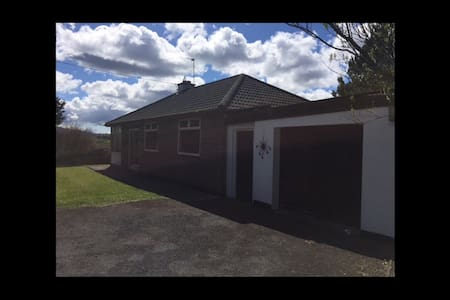 Beautiful bungalow peaceful area - Ennistymon  - 小平房