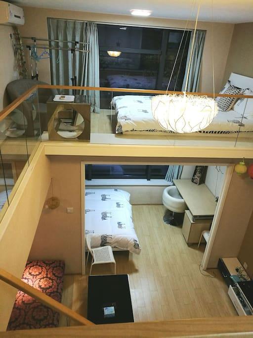 挑空客厅,卧室大床