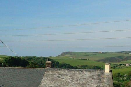 2 bedroom Cornish Seaside home - Boscastle