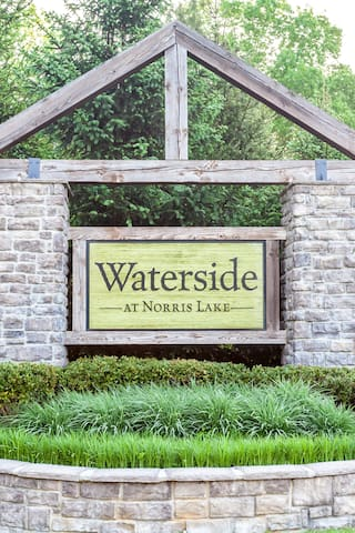 Open and Spacious, 2BR/2B Lake-front Condo with WiFi- Sleeps 5