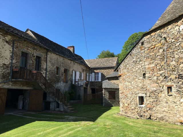 Fonctionnel, efficace, proche bourg - Rieupeyroux - Huis