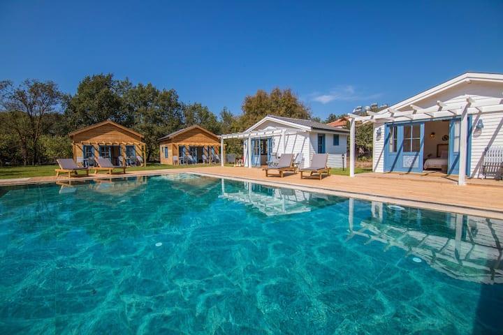 Fethiye Kayaköy'de tamamiyle ahşaptan bungalow ev