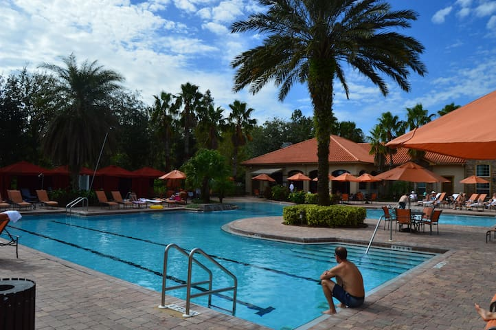 Beautiful 3br/2ba resort condo near Disney & more!