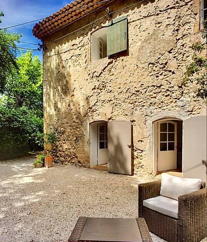 """Guest House provençale """"La Capelasse"""" 4 voyageurs"""