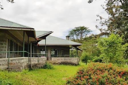 Molo River House set in open farmland
