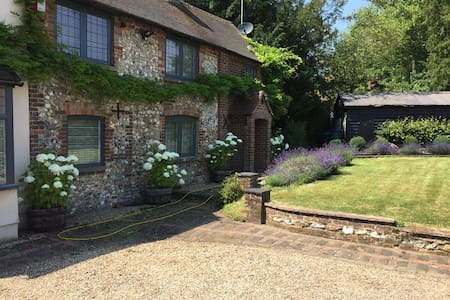 Private annex in the chilterns