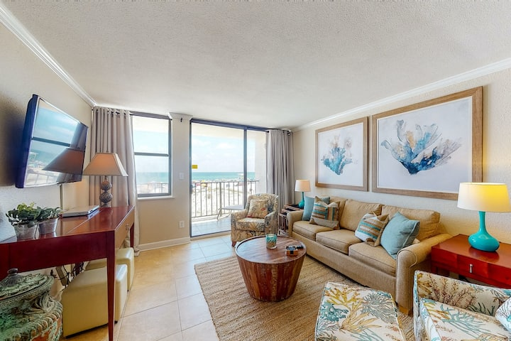 Beachfront condo overlooking the Gulf w/ balcony & outdoor pool!