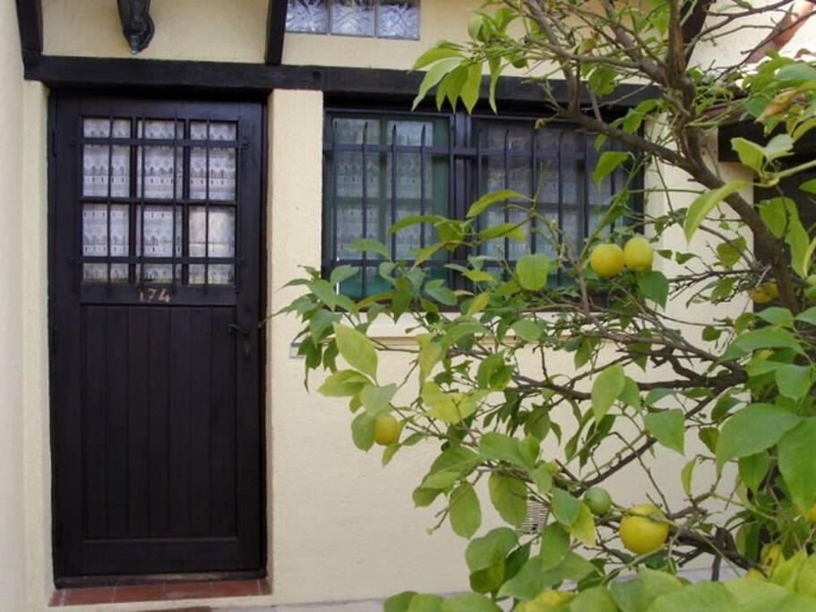 L'entrée du cottage (le citronnier n'y est plus...)