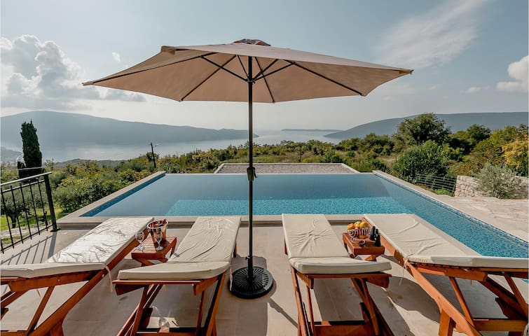 Holiday cottage with 2 bedrooms on 66m² in Herceg Novi