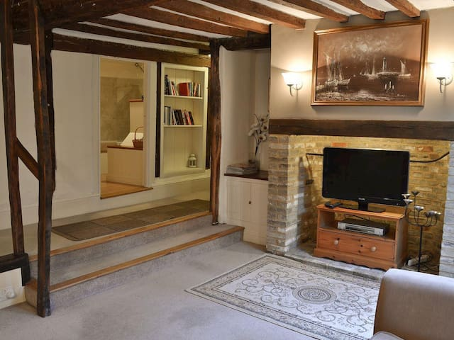 Waterfront cottage style property in Manningtree