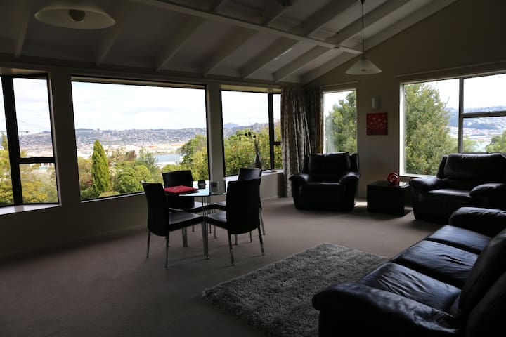 Private use of large, modern 3bdr home and jacuzzi - Dunedin - Hus
