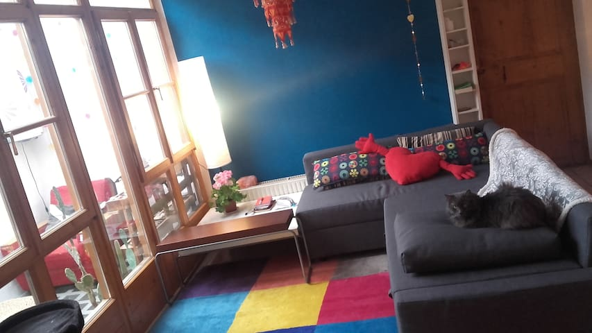 artistic colourful home - Egna - Apartmen