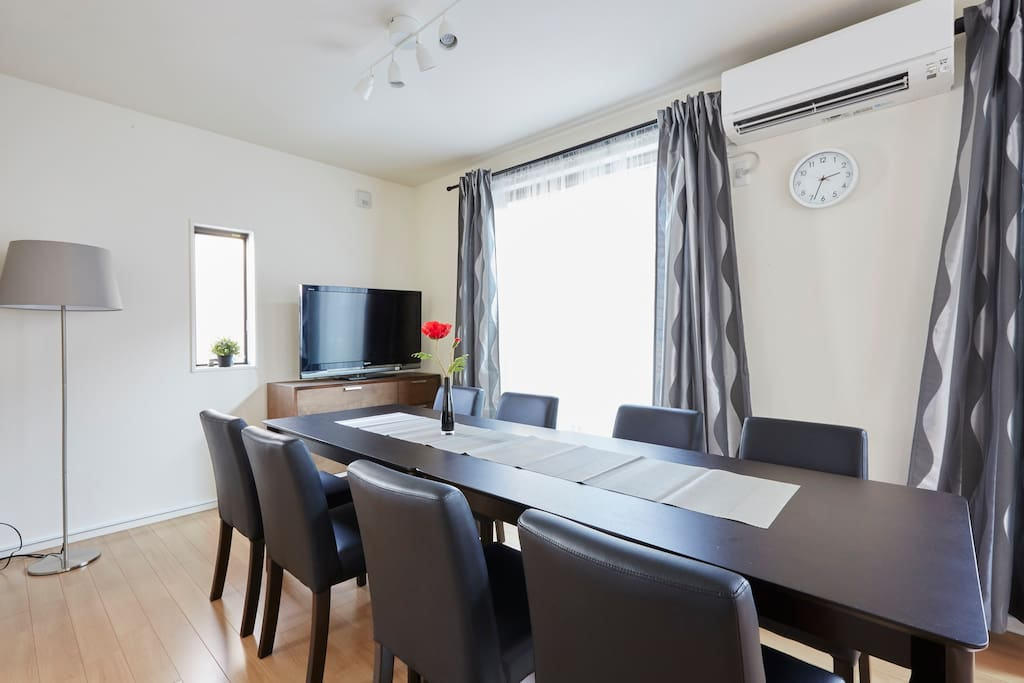 2nd flore,TV/Air conditioning Heating/sofa/window/balcony/A large desk/8chairs/