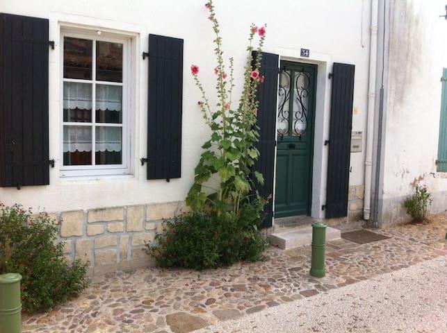 Maison retaise au coeur du village