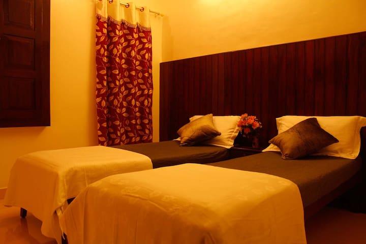 Bed room with 2 single bed arrangement