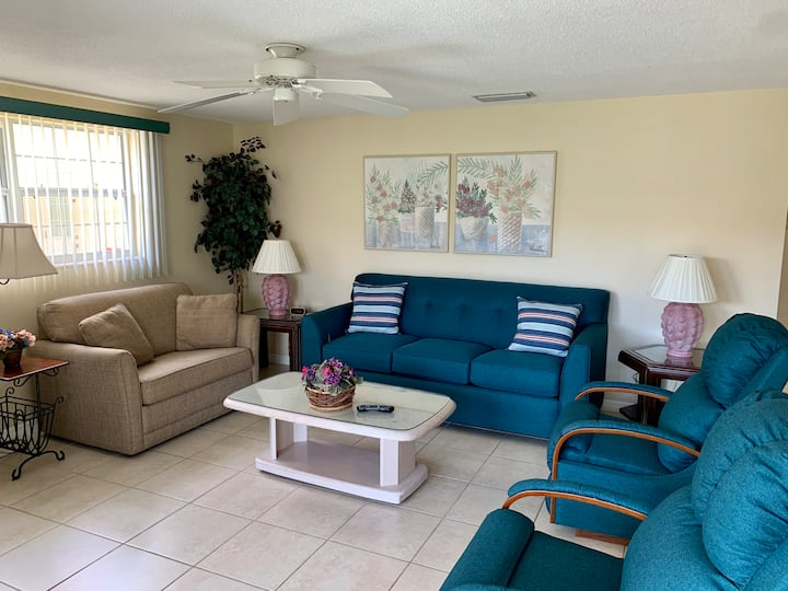 Island House Beach Resort V27