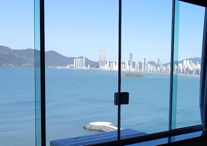 Lindo Stúdio frente mar Ótima vista e localização.