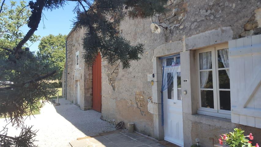 Gîte Hélène, charmante fermette en Bourgogne