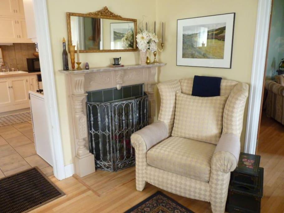 Living room photo #2.