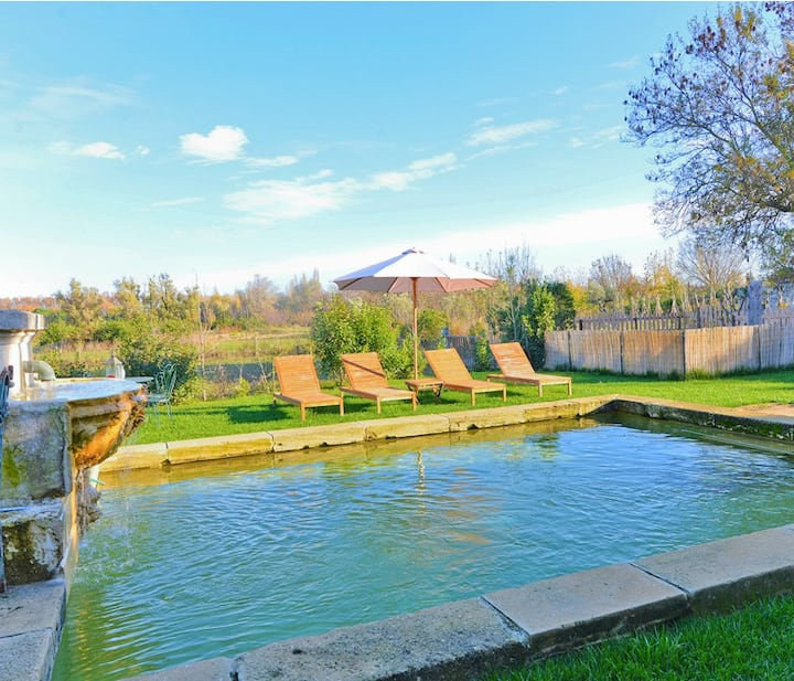 Luxury 4 BDR villa - private pool + petanque court