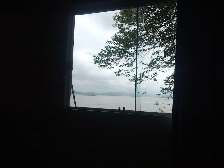 janela do quarto compartilhado