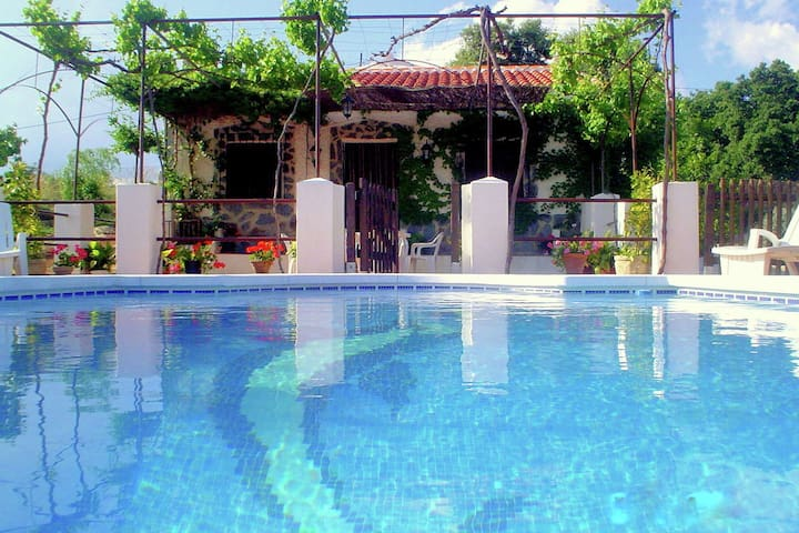 Rural holiday home with private swimming pool in Loja and in the Granada region