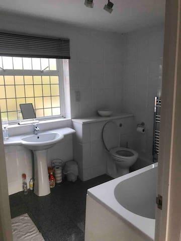 this is the en-suite bathroom to my biggest bedroom (big shower behind the door!)
