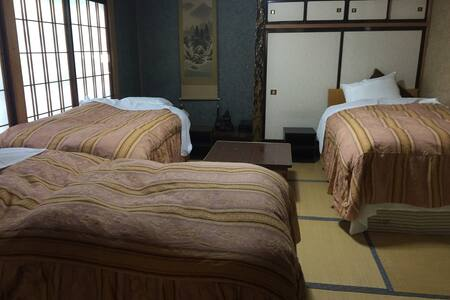 Rm#2 Family/Backpackers: Bed#3 - Hakuba-mura