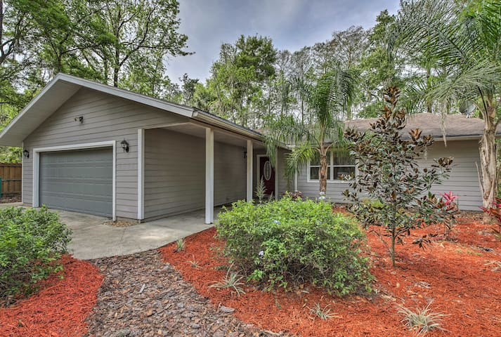 Waterfront Dunnellon Home w/ Private Dock & Lanai!