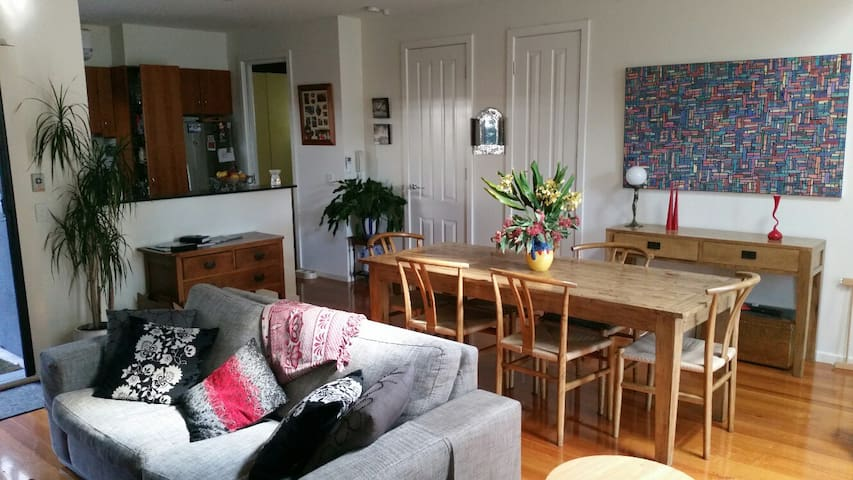 Great town house mins from beach - Elwood - House