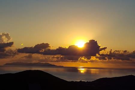 Suite de charme vue imprenable sur mer et montagne