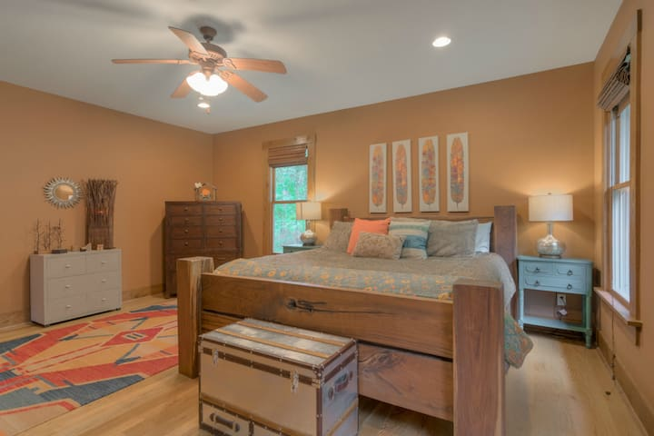 Entire Main Level of Custom Home- Blacksburg - Blacksburg - Casa