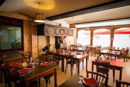 Logement, repas et Petit dejeuners à La Canourgue - La Canourgue - Hotel boutique
