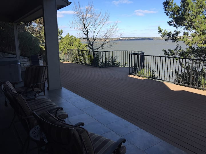 Beautiful Scenic Lakehouse on Lake Granbury