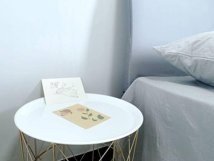「SLEEP STORY」灰色空间丨上海财经大学浙江学院西门/简约风/投影仪  宁简勿繁,宁缺勿滥。