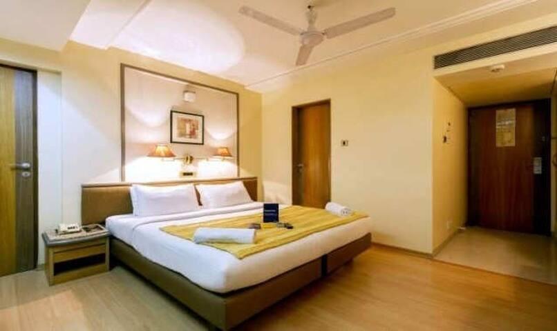 Vibrant & elegant room with a convenient location