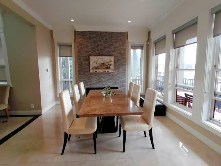 Bright & Spacious / 4 Bedrooms Home/Metrotown Area