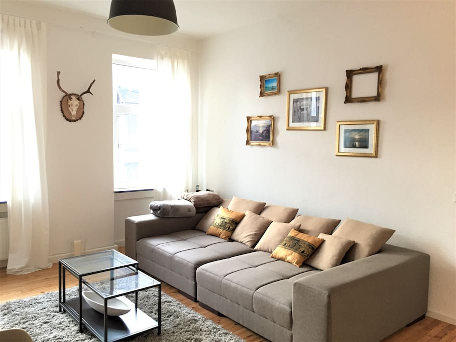 große Couch bietet genügend Platz