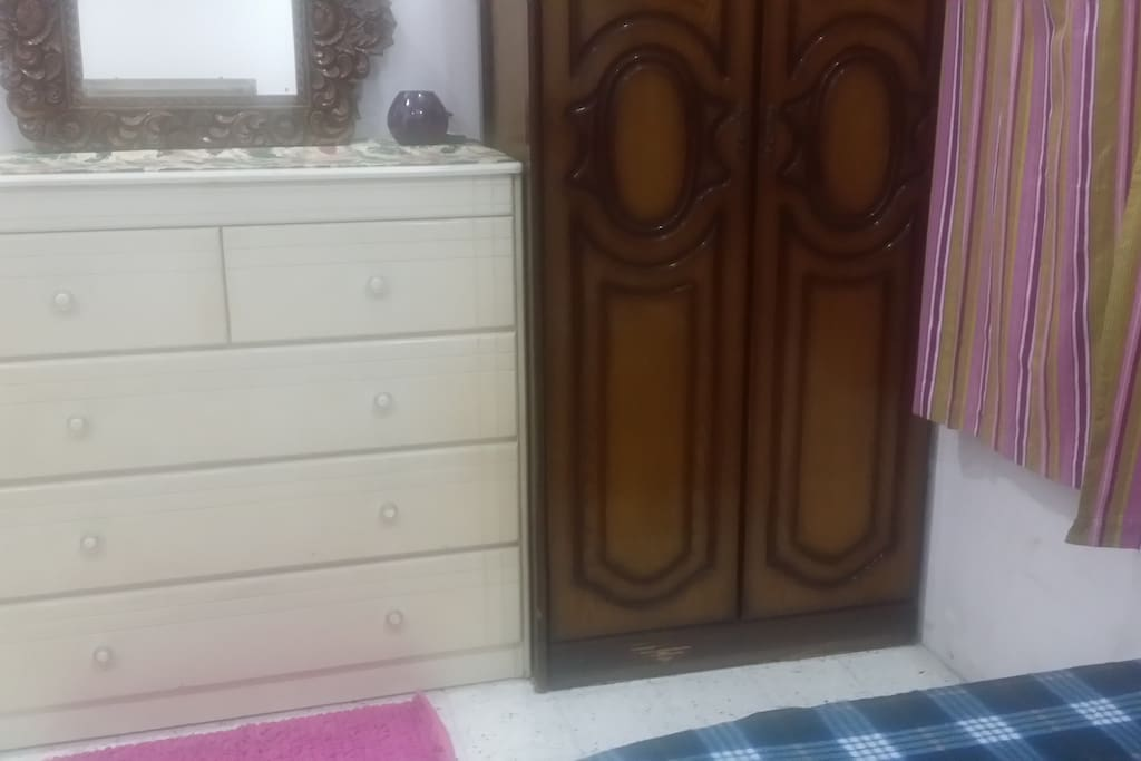 Additional drawers and cupboard