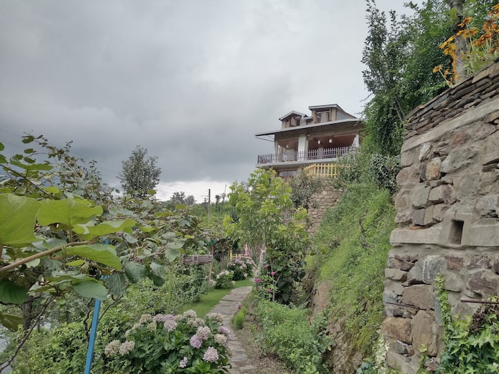 Double Room in the Hills of Solan