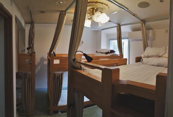 ♪〇天王寺駅前の国際的なゲストハウスの6名様までの個室(なんばまで3駅)
