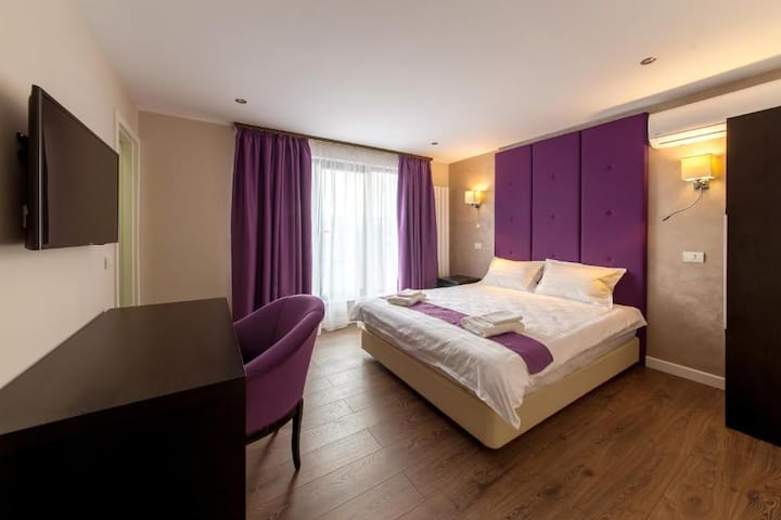 Deluxe Double Room - The Embassy Nord