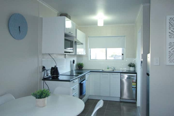 Rose Apartments Unit 2 with Spa Central Rotorua